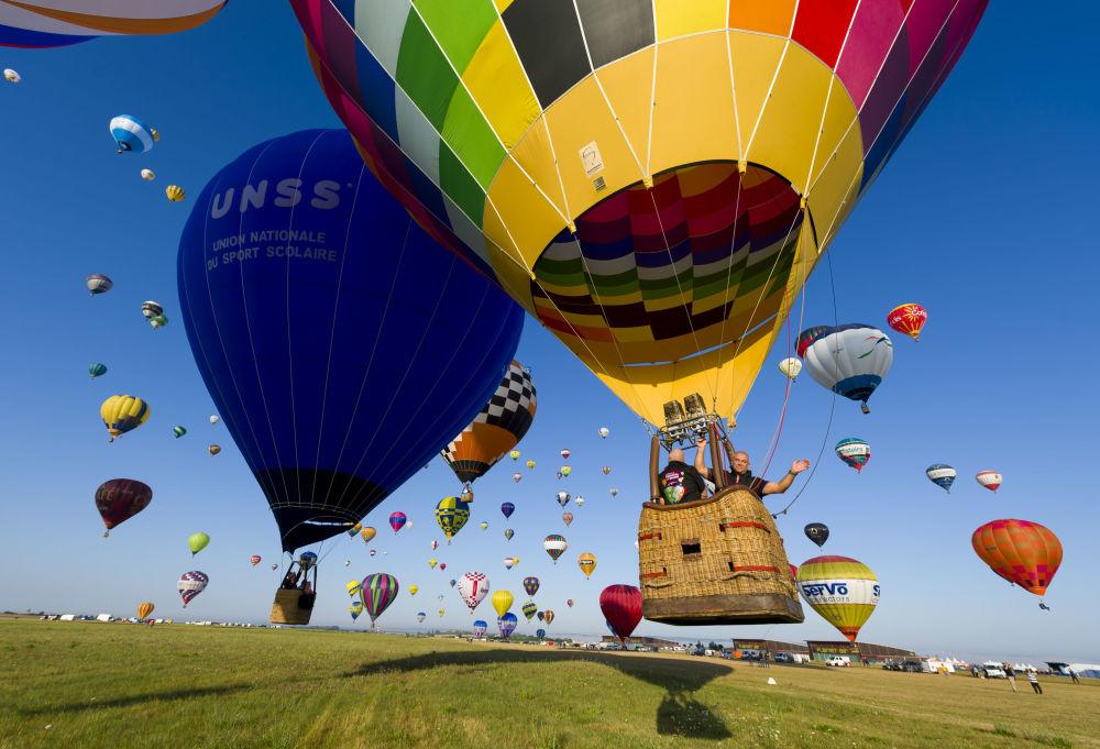 Světový festival balonů ve Francii.