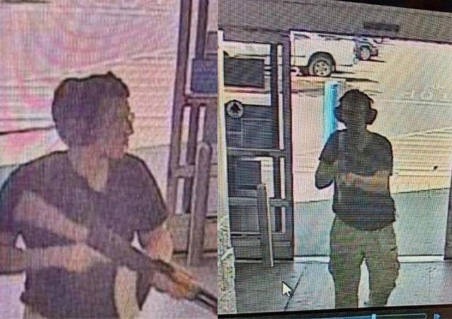 Střelec Patrick Crusius během útoku v obchodním středisku Walmart v texaském El Pasu