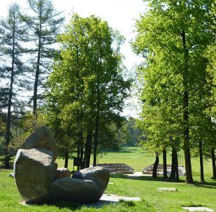 Cikánský pracovní a koncentrační tábor Lety , památník