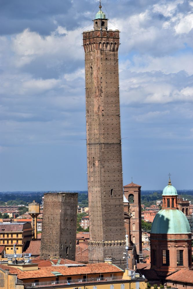 Věže Bologni, Itálie