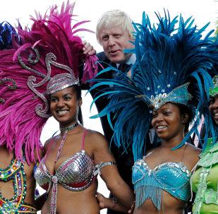 Boris Johnson a tanečnice