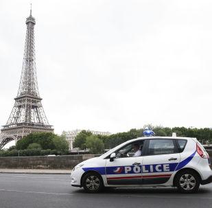 Policejní auto v Paříži