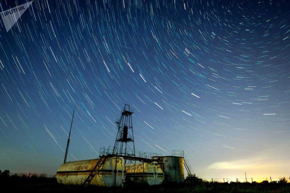 Hvězdné nebe během meteorického roje Perseidy, Krasnodarský kraj, Rusko.