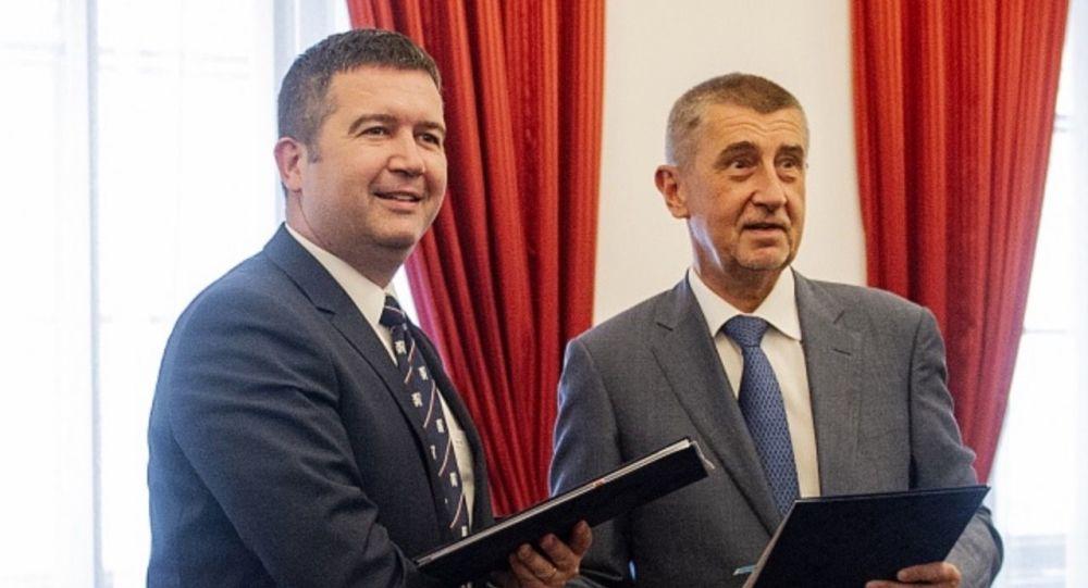 Babiš vrací úder ČSSD: Na rozdíl od Sobotky se koaliční smlouvy držím