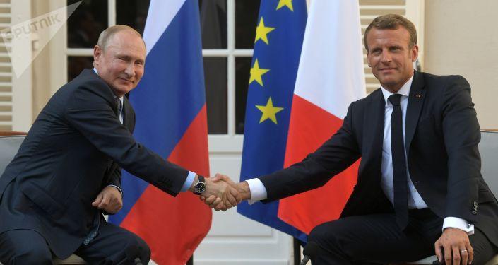 Ruský prezident Vladimir Putin a francouzský prezident Emmanuel Macron během schůzky v Fort de Bregancon 19. srpna 2019