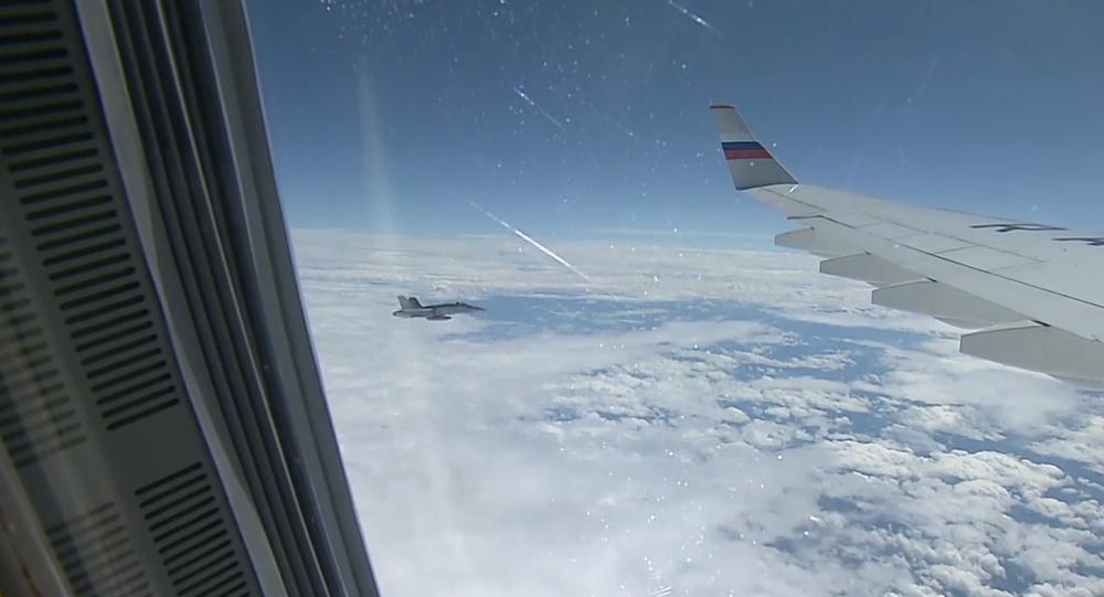 Video: Švýcarské stíhací letouny doprovodily letadlo s ruskou delegací do Francie
