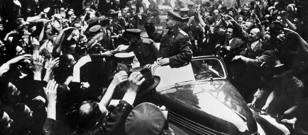 Maršál Sovětského svazu Ivan Štěpanovič Koněv v osvobozené Praze