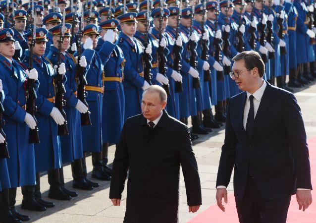Prezident Ruska Vladimír Putin a jeho srbský protějšek Aleksandar Vučić v Bělehradě