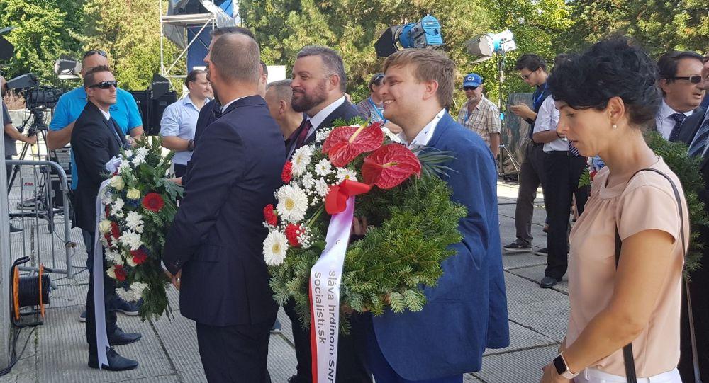Politik Eduard Chmelár na slavnostním položeni věnců ve městě Banská Bystrica, Slovensko