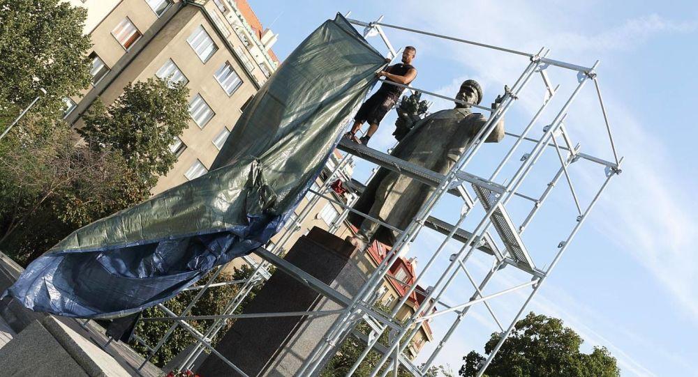 Čí sochu zbouráme příště? Místopředsedkyně ODS se zapojila do sporu o pomník Koněva a pobouřila kavárnu