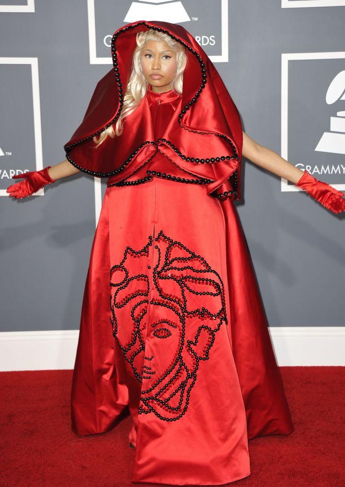Nicki Minaj na červeném koberci během 54. předávání cen Grammy Awards v Los Angeles.