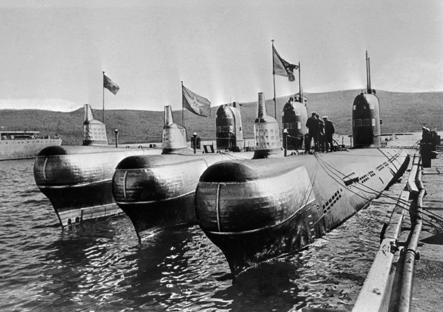 Dieslové ponorky v přístavu, 1968