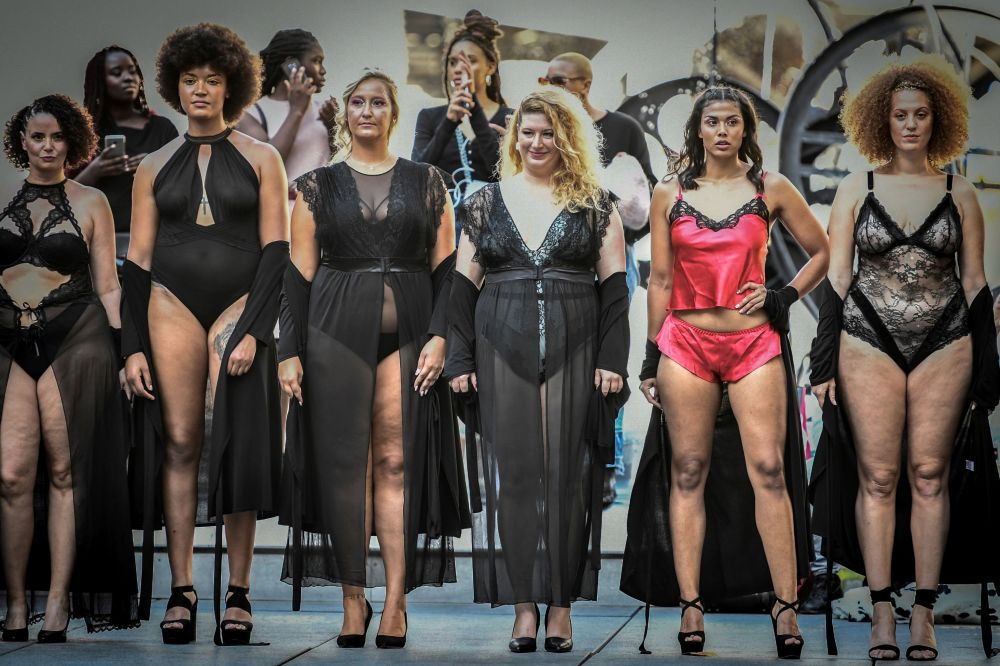 Modelky na přehlídce The All Sizes Catwalk v Paříži