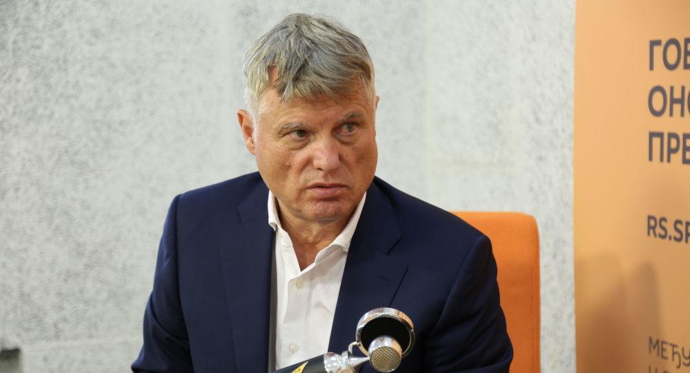 Srbský velvyslanec v Rusku, bývalý sloupkař Sputniku a vojenský odborník Miroslav Lazanski