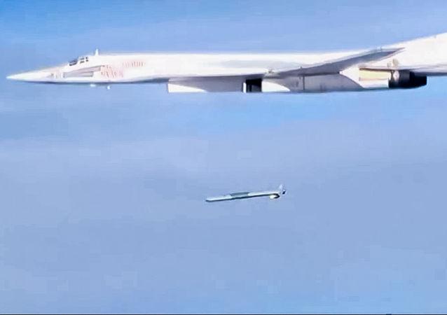 Start rakety Ch-101 ze strategického bombardéru Tu-160