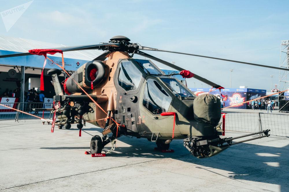 Moderní vojenské vybavení na mezinárodním leteckém festivalu Teknofest v Istanbulu.
