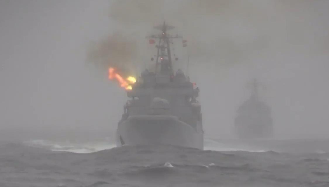 Střelby námořního dělostřelectva a vypuštění protiponorkových a protiradarových raket