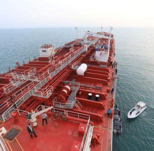 Britský tanker Stena Impero  v přístavu Bender-Abbas