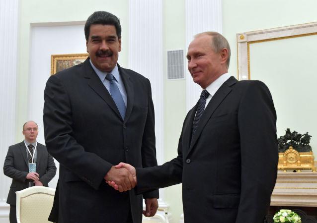 Ruský prezident Vladimir Putin a venezuelský prezident Nicolás Maduro