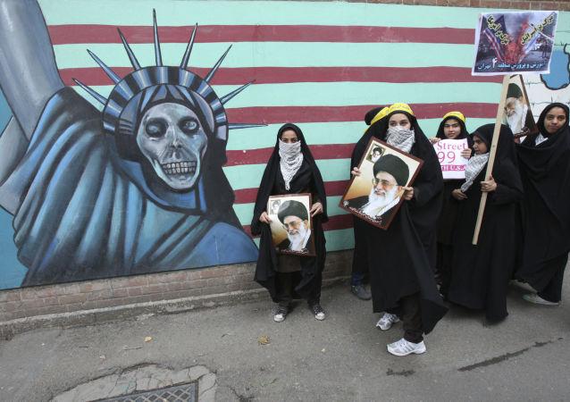 Štěká, ale nekouše. Proč svět nevěří americkým hrozbám vůči Íránu