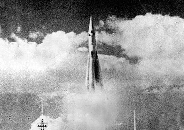 První start mezikontinentální balistické dvoustupňové rakety R-7