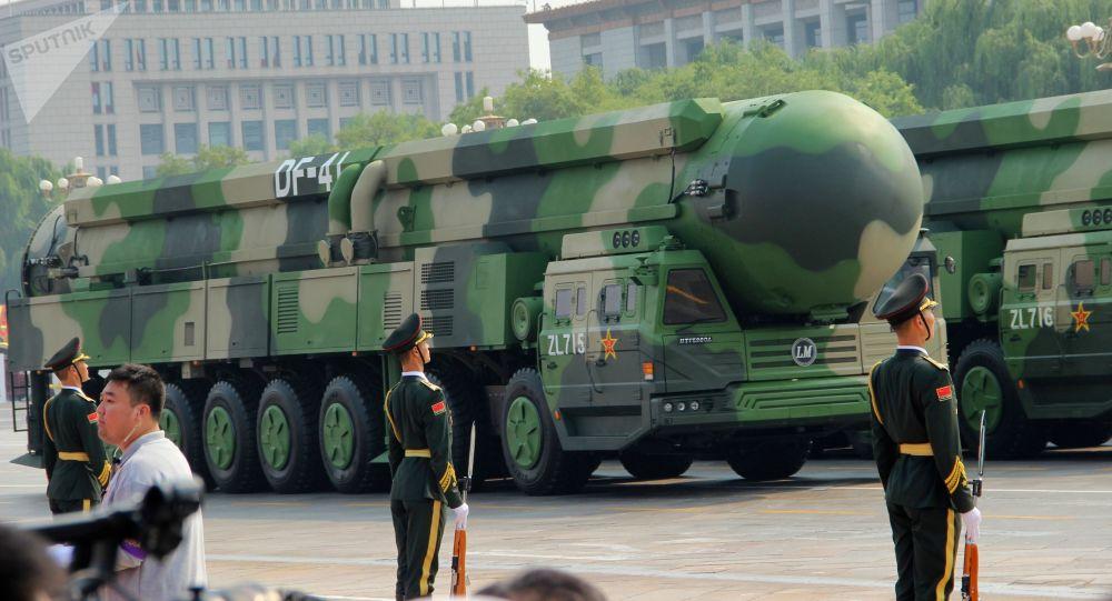 Mezikontinentální balistické rakety DF-41 na vojenské přehlídce v Pekingu, konané u příležitosti 70. výročí založení Číny