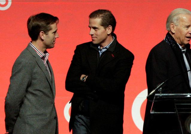 Viceprezident Obamovy administrativy Joe Biden spolu se svými syny Beauem a Hunterem