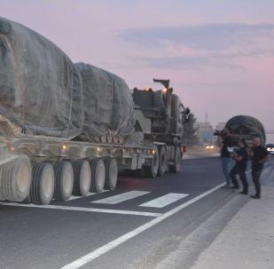 Hromadění turecké vojenské techniky na hranici se Sýrií