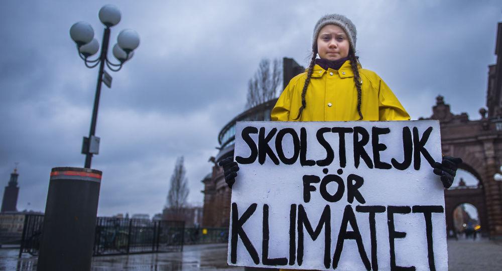 Greta Thunbergová s plakátem