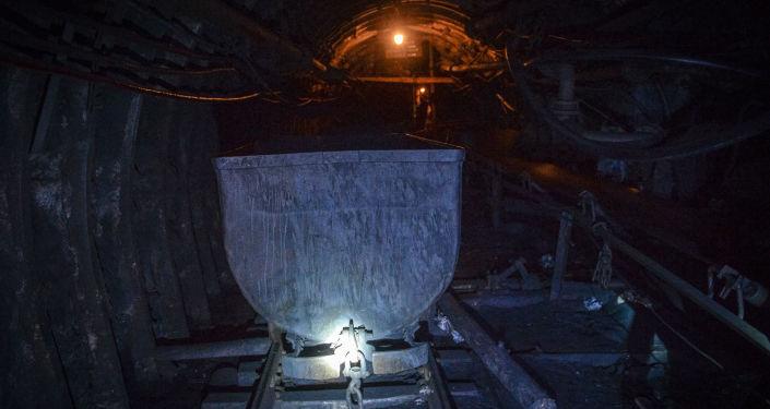 Vozík s uhlím Vozík s uhlím na šachtě Glubokaja