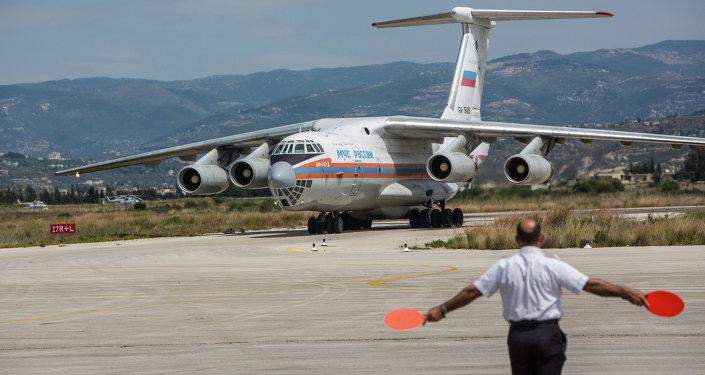 Ruské letadlo Emercom s humanitární pomocí pro Sýrii