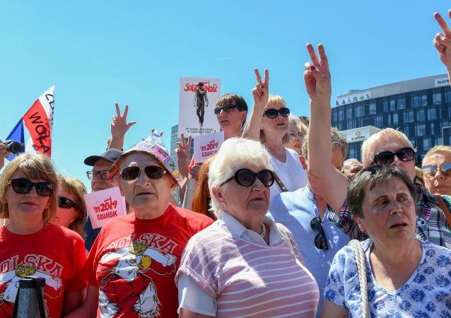 Obyvatelé Gdaňska se účastní oslav 30. výročí prvních svobodných parlamentních voleb v roce 1989 v Polsku