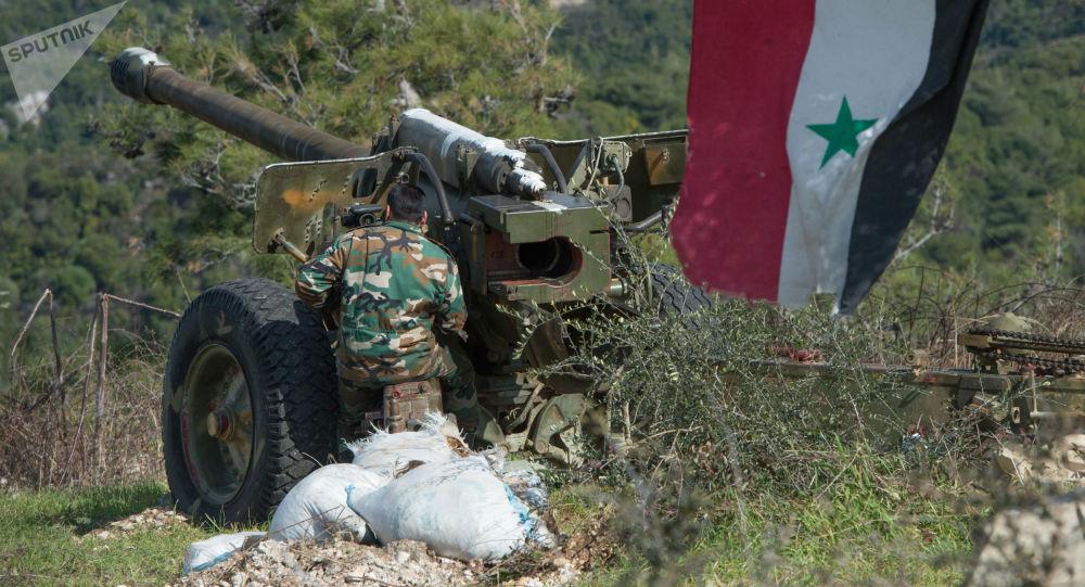 Syrské dělostřelectvo v provincii Idlib na severozápadě Sýrie. Ilustrační foto
