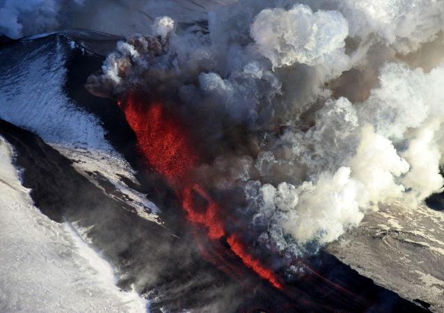 Erupce sopky Tolbačik na Kamčatce, Rusko