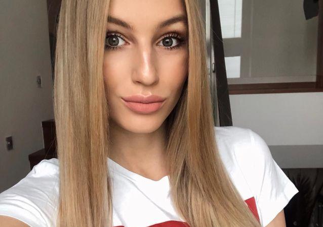 Známá modelka a česká Miss Earth pro rok 2015 Karolína Mališová
