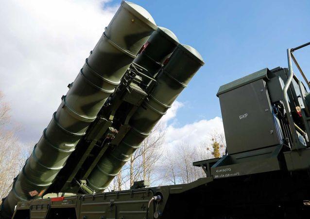 Protiletadlový raketový systém S-400 Triumph