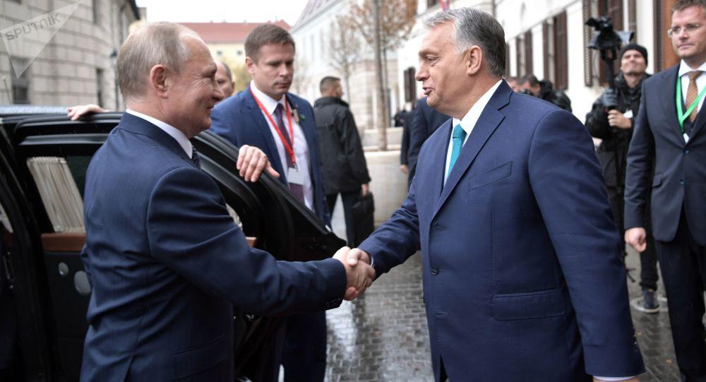 Ruský prezident Vladimir Putin a maďarský premiér Viktor Orbán během setkání