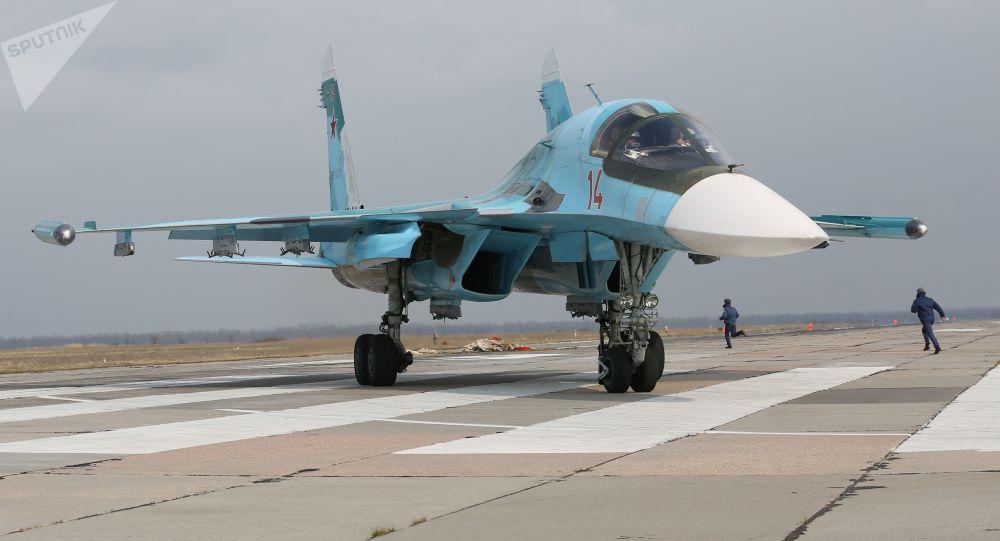 Přeprava ruského bombardéru Suchoj Su-34 po silnici západní média překvapila