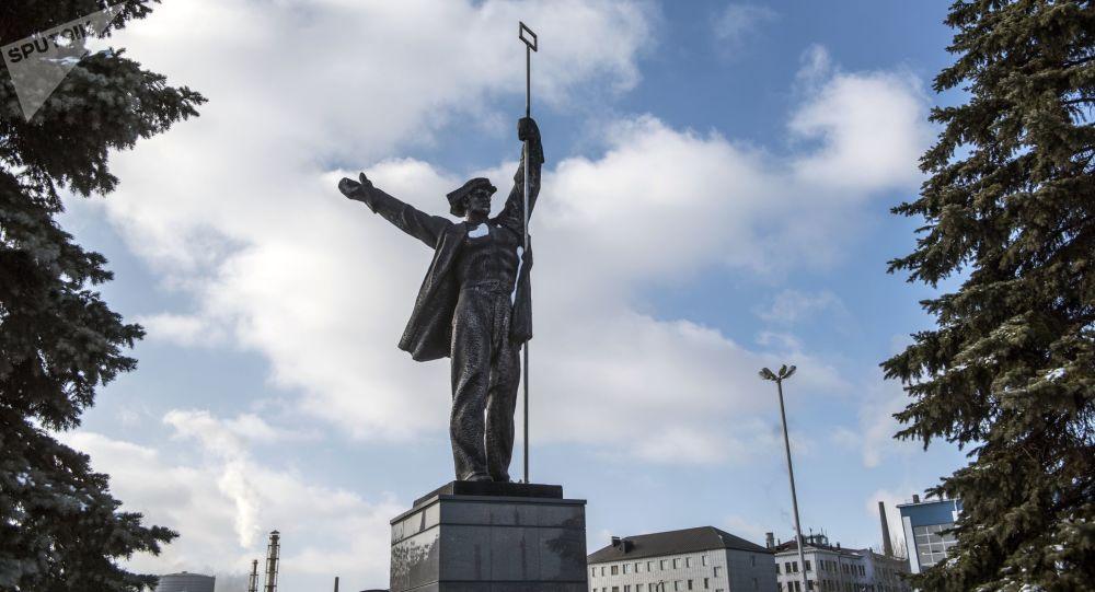 Památník Sláva práci hutníků ve městě Alčevsk
