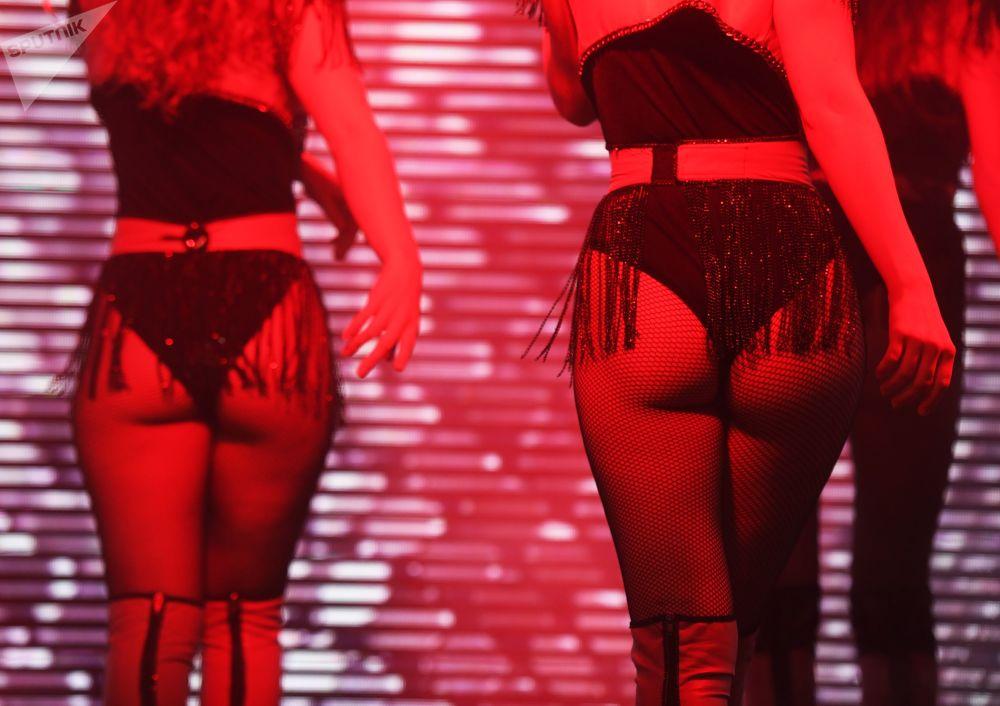 Modelky předvádí kolekci spodního prádla na módní přehlídce Lingerie Fashion Week v Moskvě.