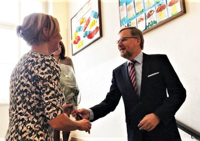 Předseda ODS Petr Fiala při setkání s protestujícími učiteli ve škole