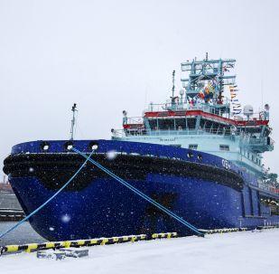 První nejaderný ledoborec Ob v přístavu ve městě Murmansk