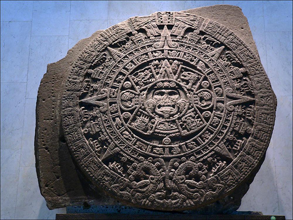 Kamenná kalendářní deska starověkých Aztéků