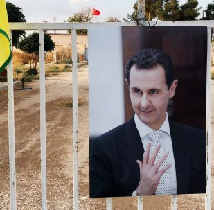 Fotografie syrského prezidenta Bašára Asada na syrsko-turecké hranici