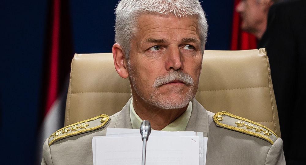 """Komentátor Vyoral varoval pražskou kavárnu před """"předčasnou ejakulací"""". Generála Pavla pozvedli dost brzy, tvrdí"""