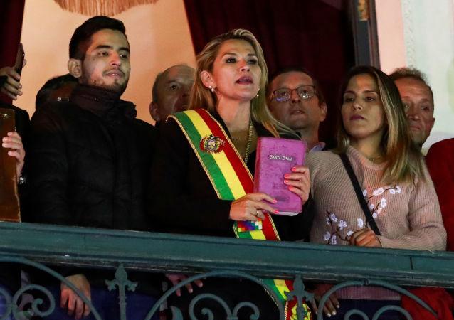 Opoziční senátorka Jeanine Áňezová se v úterý prohlásila za prezidentku Bolívie