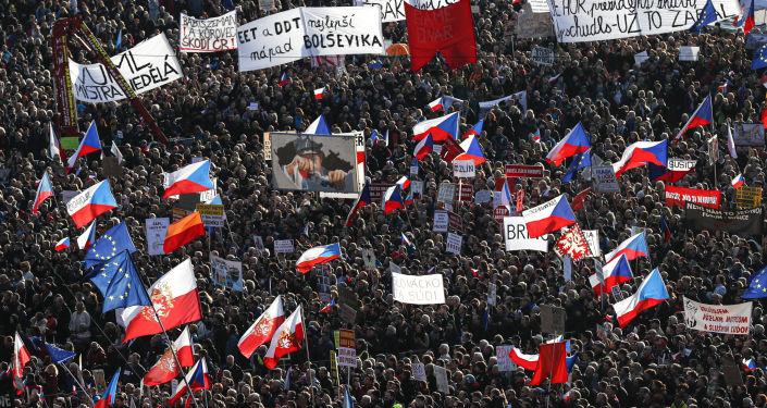 Demonstrace spolku Milion chvilek na Letné 16. listopadu
