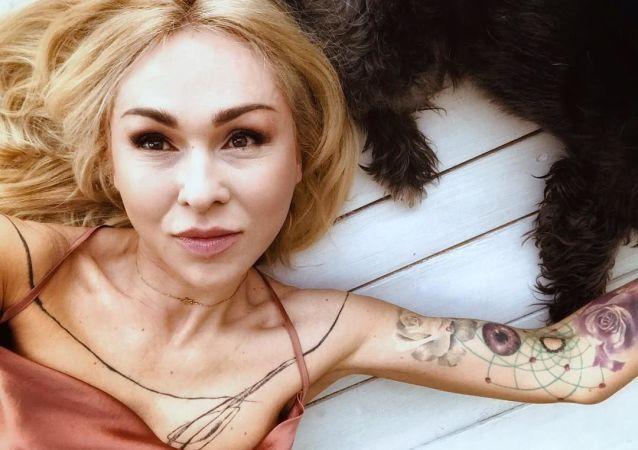 Česká herečka Kateřina Kaira Hrachovcová