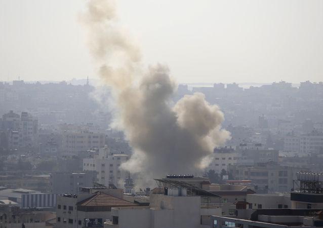Dým na Pásmem Gazy po útocích izraelské armády. Ilustrační foto