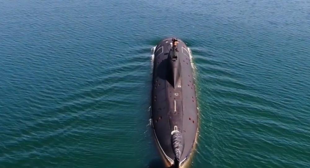 Video: Torpédový útok ruské ponorky na jinou ponorku. Záběry z podpalubí a paluby